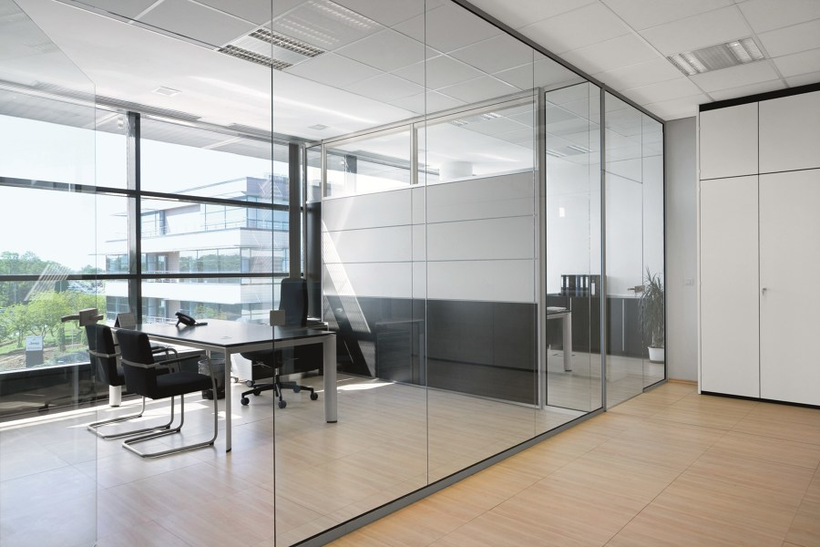 escritórios de vidro